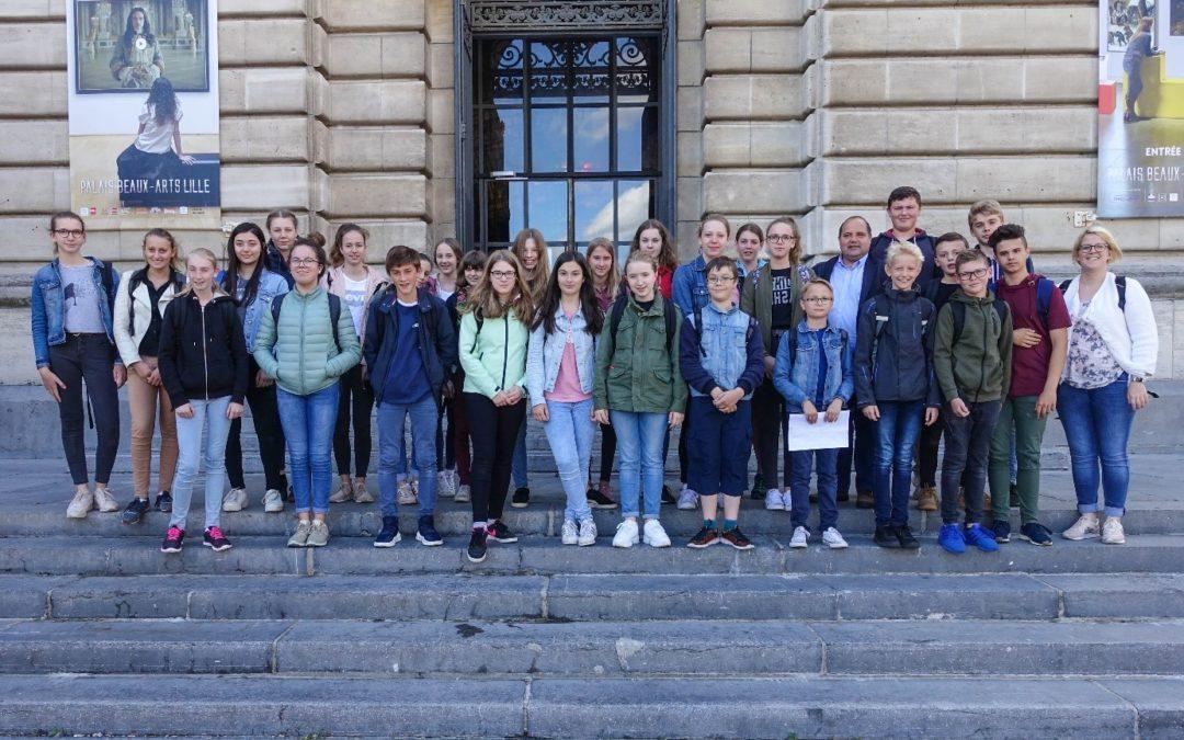 15 Schülerinnen und Schüler der Klassen 7-9 in Watten, Frankreich