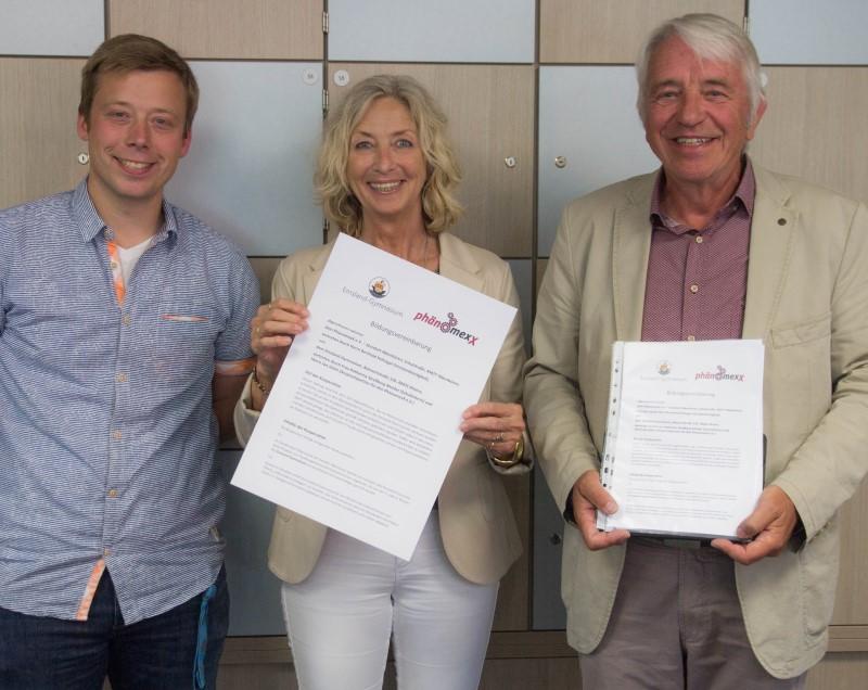 Emsland-Gymnasium besiegelt Kooperation mit dem Phänomexx