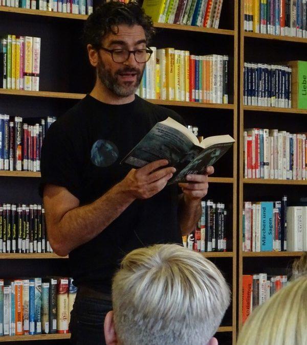 """Spannende Autorenlesung begeistert Emsland-Schüler – Florian Sußner liest aus seinem Spielroman """"Das Feuer des Mondes"""""""